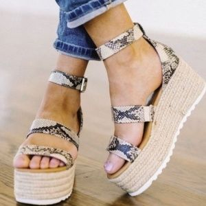 Shoes - 🔥🔥MUST HAVE🔥🔥Emma Snakeskin Espadrille Wedges